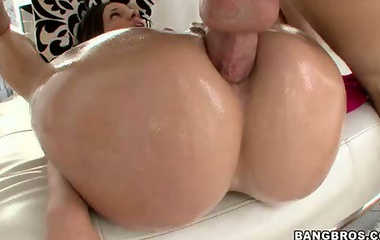 Jada Stevens has an big ass. This babe has natural tits, a tight pussy and an onion fat booty that's absolutely flawless